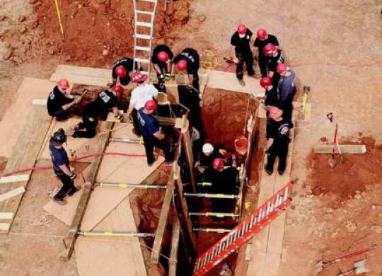 UT CIS leads a trench collapse rescue class